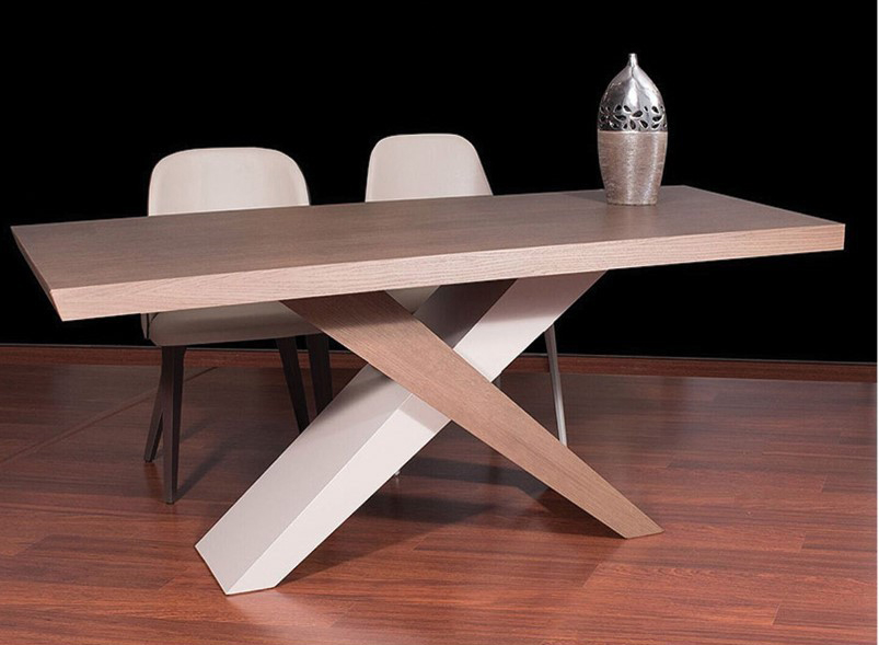 Dining Table Chiasti